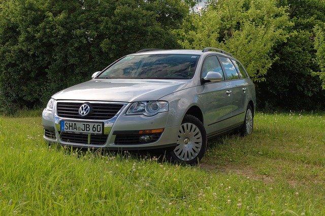 stříbrný VW