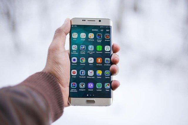 chytrý telefon s aplikacemi